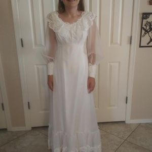 VINTAGE NEVER-WORN WEDDING DRESS